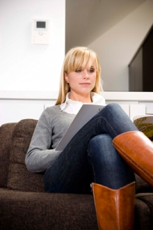 La vidéophonie et parlophonie de Aiphone n'est pas seulement utile pour la côntrole d'accès, mais tu peux aussi l'utiser comme système de notification pour la protection de ta maison/entreprise contre le feu ou l'intoxication au CO.